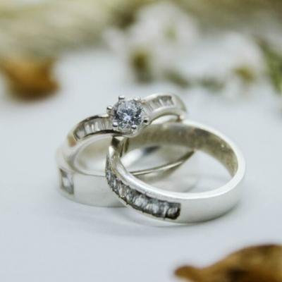 Изборът на годежен пръстен вече е лесен